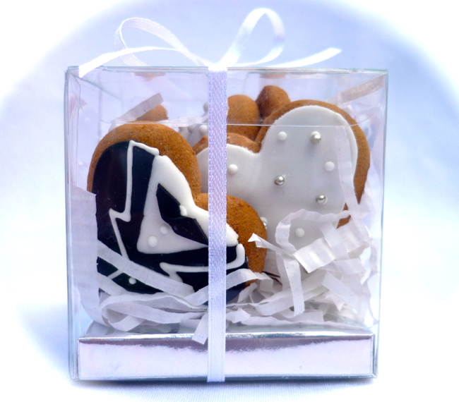 bride and groom heart cookies in a gift box 6pc.jpg
